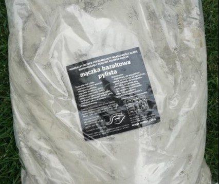 Mączka bazaltowa – naturalny nawóz poprawiający żyzność gleby